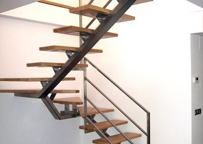 escalera-madera-metal-negro