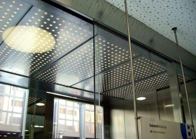 utilizacion-acero-inox-oficina-bancaria
